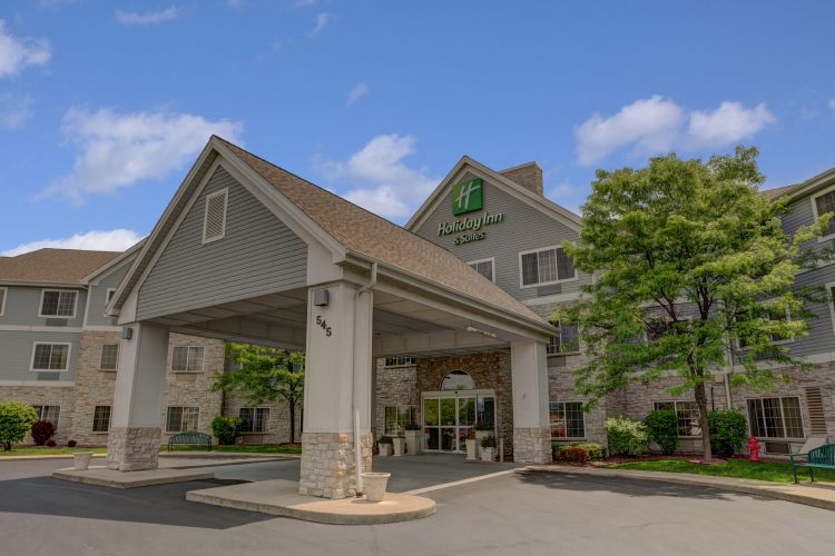 Holiday Inn Hotel & Suites Milwaukee Airport Hotel