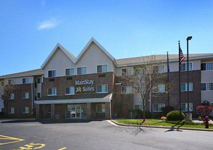 Hotel with Parking Facility Mainstay Suites Milwaukee Airport, WI 53154
